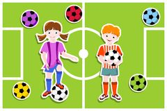 Junge und Mädchen - Thema des Fußballs (Fußball) Stockbild