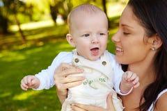 Junge und Mutter Stockfoto