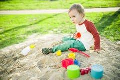 Junge und Sand Lizenzfreies Stockbild