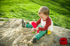 Junge und Sand Stockbild