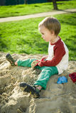 Junge und Sand Lizenzfreies Stockfoto