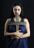Junge und schöne betende Frauen lizenzfreie stockfotografie