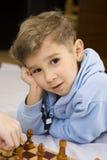 Junge und Schach Lizenzfreies Stockbild
