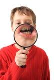 Junge und vergrößern Glas stockfotografie