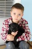 Junge und Welpe Stockbilder