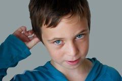 Junge verwirrt über etwas Stockfotos