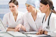 Junge weibliche Doktoren Stockfoto