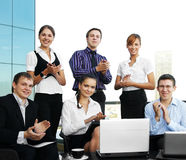 Junge Wirtschaftler feiern ihren Erfolg Stockbild