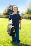 Junge, zum zur Schule zu gehen Stockfotografie