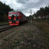 Jungen auf dem Eisenbahn coah. Lizenzfreies Stockfoto