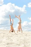 Jungen auf einem Strand Stockbild