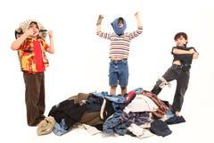 Jungen in der Wäscherei Stockfoto