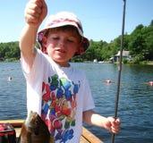 Jungen-Fischen lizenzfreie stockfotos