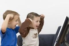 Jungen/flach Überwachungsgerät/Serie Stockfoto