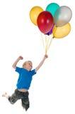 Jungen-Flugwesen hinter Ballonen Stockfotografie