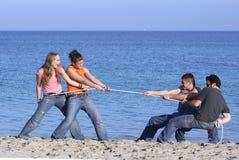 Jungen gegen Mädchen Lizenzfreie Stockfotografie
