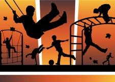 Jungen im Spielplatz Stockbild