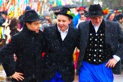 Jungen am Karneval