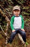 Jungen-Kind mit Camo Hut Lizenzfreies Stockfoto