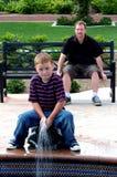 Jungen-Kind am Park Lizenzfreie Stockfotografie