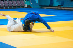 Jungen konkurrieren im Judo Stockfotografie