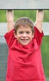 Jungen-Lächeln groß stockfotografie