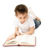 Jungen-Lesebuch Lizenzfreie Stockbilder