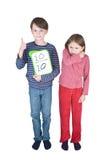 Jungen-Mädchen-Grippe-Niesen-Winkelstück Stockbilder