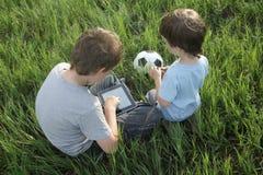 Jungen mit Tabletten-PC Stockbilder