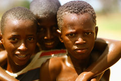 Jungen nähern sich Djenne, Mali Lizenzfreie Stockbilder