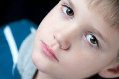Jungen-Nahaufnahmeporträt Stockbild