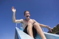Jungen-Pool-Dia-Spaß Lizenzfreie Stockbilder