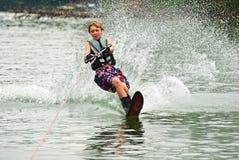 Jungen-Slalom-Skifahrer/Ausschnitt Stockfoto