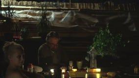 Jungen-Tanzen nachts stock video footage