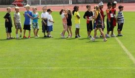 Jungen und Mädchen auf dem Spaßlack-läufer Lizenzfreie Stockfotografie