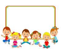 Jungen und Mädchen, die auf dem Boden und dem Rahmen sitzen Lizenzfreie Stockbilder