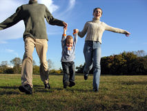 Jungen- und Muttergesellschafthände Lizenzfreies Stockfoto