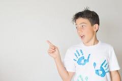Jungen-Zeigen Lizenzfreies Stockbild