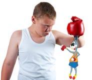 Jungenboxer hält lustig Stockfoto