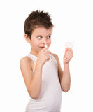 Jungenjunge benutzt einen kalten Spray Lizenzfreie Stockfotografie