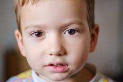 Jungenkindergesichts-Kinderkindheit adorable stockfotos