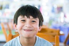 Jungenlächeln Lizenzfreies Stockbild