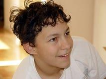 Jungenlächeln lizenzfreie stockbilder