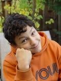 Jungenlächeln stockfotos