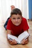 Jungenlesebuch Lizenzfreie Stockfotografie