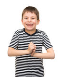 Jungenporträt in gestreiftem Hemd auf Weiß Lizenzfreie Stockfotografie