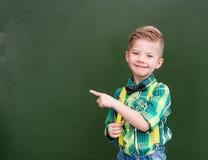 Jungenpunkte auf leerer grüner Tafel Lizenzfreies Stockbild