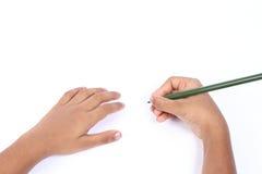 Jungenschreiben in einem weißen papper Lizenzfreie Stockbilder