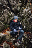 Jungenwandererstillstehen Stockfotografie