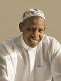 Junger afrikanischer Mann, der ein traditionelles celebratio trägt Stockbild